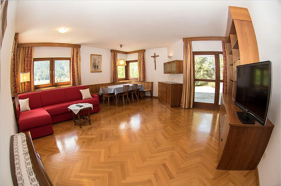 ... divano : Soggiorno Con Tavolo E Divano soggiorno moderno con divano e