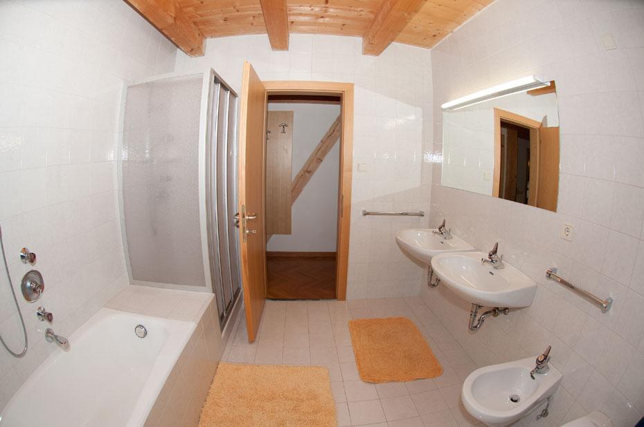 Appartamento grande ortisei affitto stagionale annuale o - Bagno con doccia grande ...